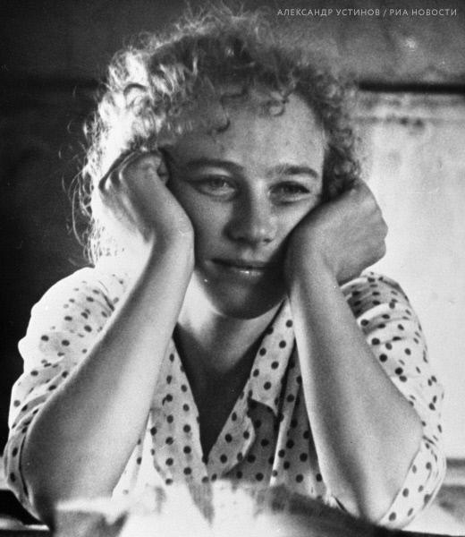 Елена Проклова Купается В Речке – Смятение Чувств (1977)